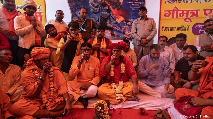 Indien Kuhurin gegen die Corona-Krise (Reuters/D. Siddiqui)
