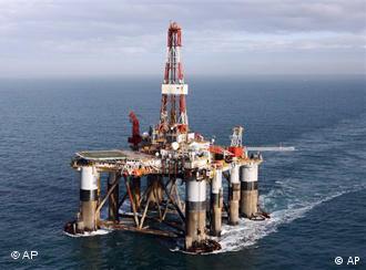منصة حفر وتنقيب عن النفط عائمة قبالة السواحل الأرجنتينية