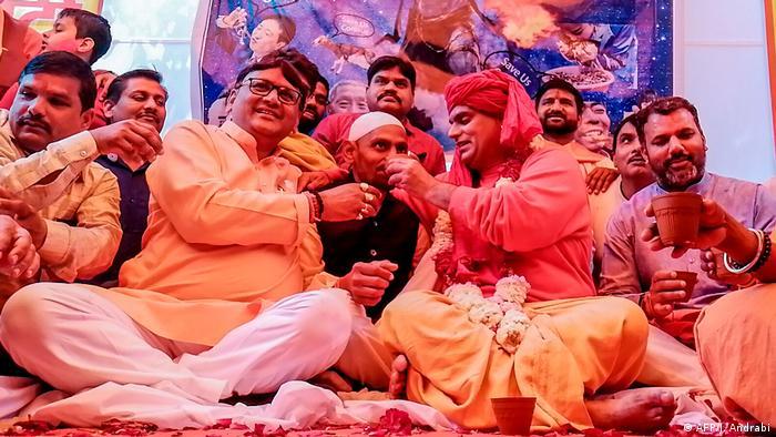 برگزارکنندگان این جشنواره از حزب اتحادیه هندوها آل اندیا هندو یونین گفته اند که این مراسم را در تمام هندوستان برگزار می کنند.