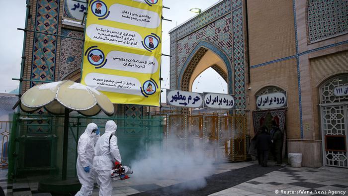 برای نخستین بار یک ویروس باعث تعطیلی مراکز مذهبی و برگزاری نمازهای جمعه شد.