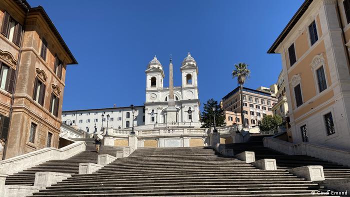 Rzym, słynne Schody Hiszpańskie teraz puste