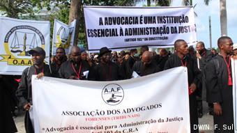 Advogados protestam em Luanda contra detenção de Eugénio Francisco Marcolino