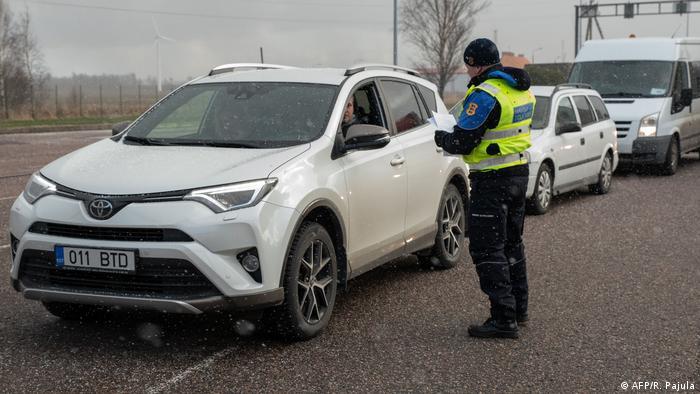 Die Zeit der bloßen Kontrollen an den Grenzen zu Estland ist vorbei. Inzwischen wurden die Übergänge geschlossen (Foto: AFP/R. Pajula)