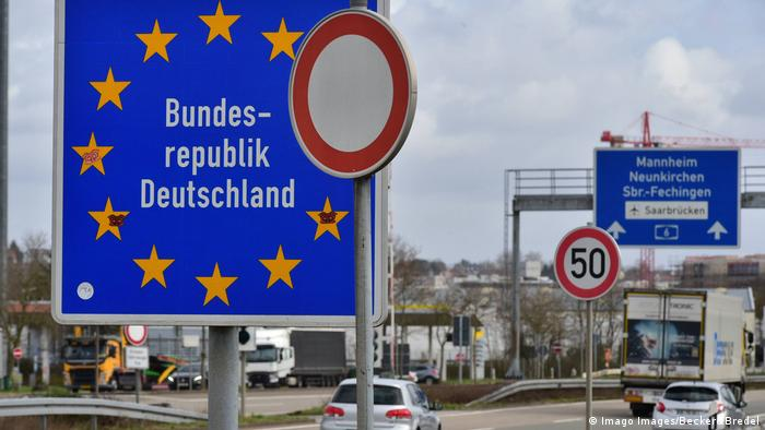 Grenzübergangsstelle Goldene Bremm Autobahn zwischen Frankreich und Deutschland (Imago Images/Becker&Bredel)