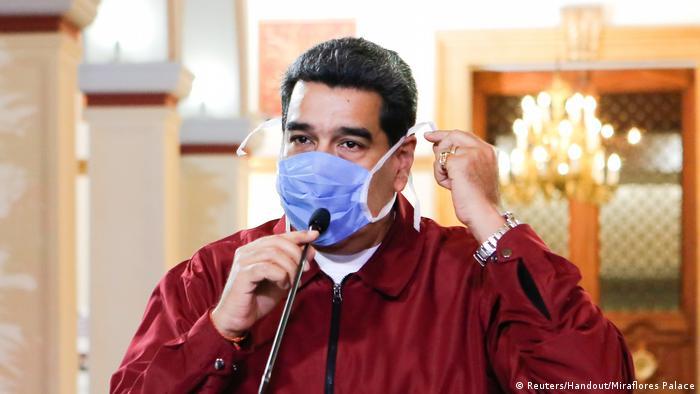 Foto de Nicolás Maduro con mascarilla