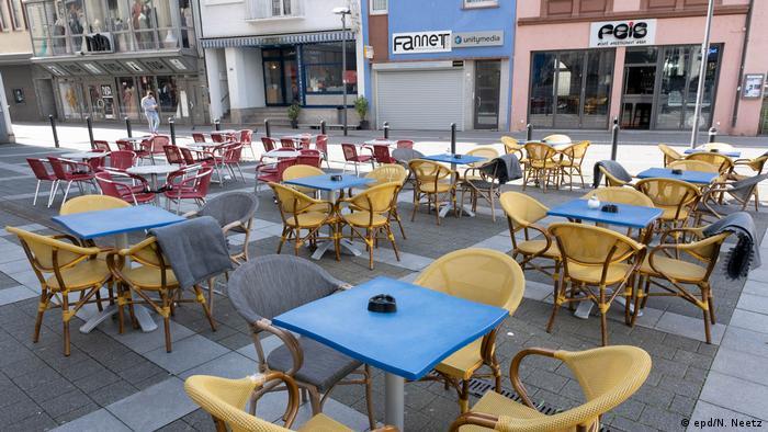 Пустое кафе в Оффенбахе