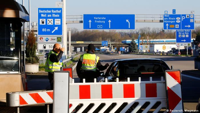 Полицейский контроль на границе Швейцарии и Германии