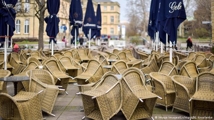 BdT | Corona Virus: Das öffentliche Leben in Stuttgart (Imago Images/Lichtgut/M. Kovalenko)