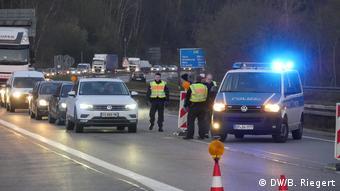 Полицейские на автостраде