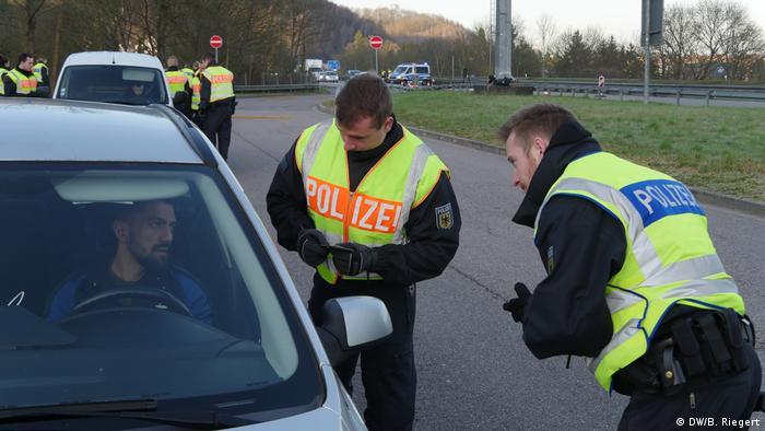 Grenzkontrolle Deutschland Frankreich | Grenze Saarbrücken (DW/B. Riegert)