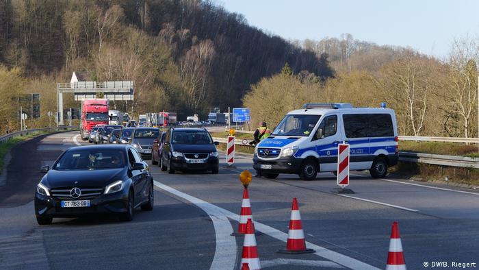 Grenzkontrolle Deutschland Frankreich   Grenze Saarbrücken