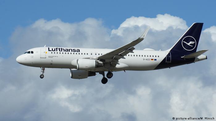 Airbus A320-200 der deutschen Fluggesellsschaft Lufthansa (picture-alliance/W. Minich)