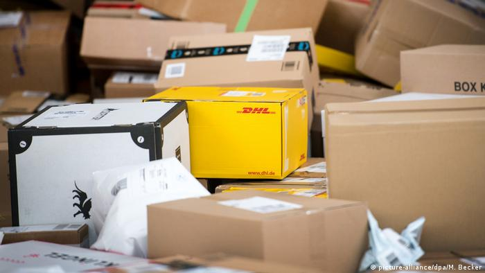 Paket di Deutsche Post (picture-alliance/dpa/M. Becker)