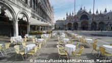 Italien | Coronavirus: Leere Stühe und Tische in Venedig