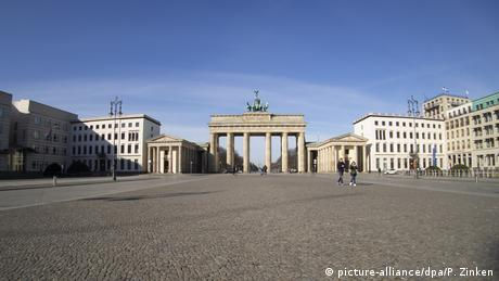 Berlin | Coronavirus: Brandenburger Tor (picture-alliance/dpa/P. Zinken)