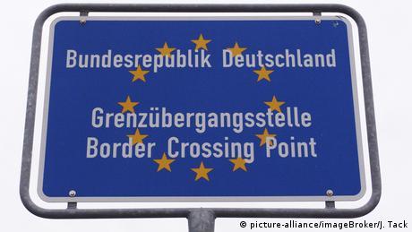 Deutschland Symbolbild Grenzübergangsstelle (picture-alliance/imageBroker/J. Tack)