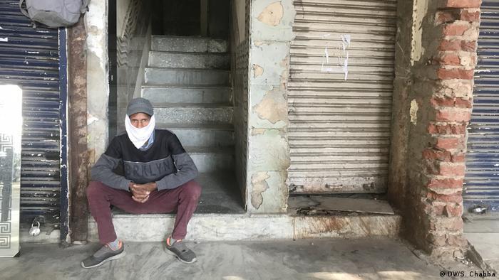 A man wearing a makeshift mask in Delhi.