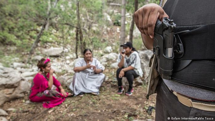 Grupo de mujeres activistas en territorio Wayuu, Colombia.