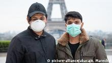 Frankreich Paris | Coronavirus | Passanten mit Mundschutz