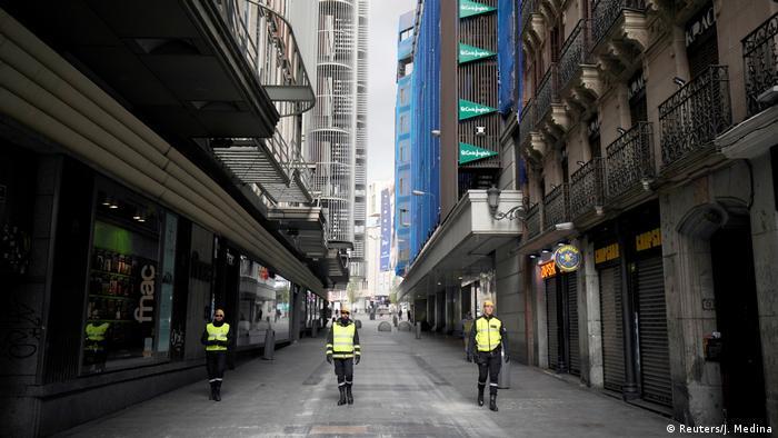 Специальная служба контролирует соблюдение изоляционных мер жителями Мадрида