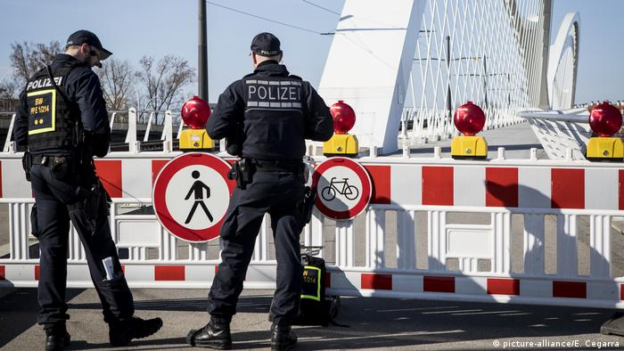 Coronavirus -Kontrolle an der Grenze zu Frankreich (picture-alliance/E. Cegarra)