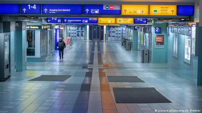 Coronavirus – leerer Bahnhof in Schwerin (picture-alliance/dpa/J. Büttner)