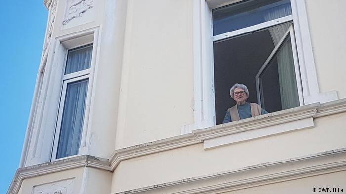 Doris Eschweiler se asoma por la ventana