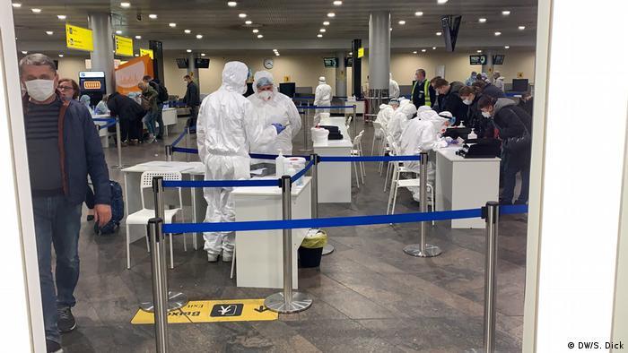 Досмотр прибывших в аэропорту Шереметьево