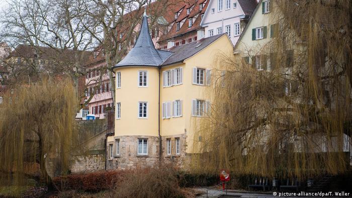 U ovoj kuli na obali reke Nekar u Tibingenu, Helderlin je živeo od 1807. do smrti 1843.