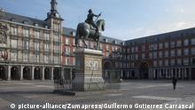 March 15, 2020, Madrid, Spain: Plaza Mayor nearly empty during the corona virus lock down..Due to the state of emergency decreed by the Spanish government following the COVID-19 threat, the streets and viewpoints of the cities are empty. (Credit Image: © Guillermo Gutierrez Carrascal/SOPA Images via ZUMA Wire |