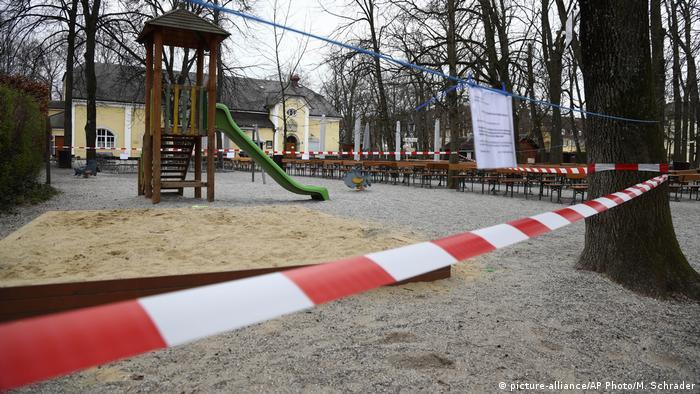 Deutschland München | Coronavirus | Spielplatz gesperrt