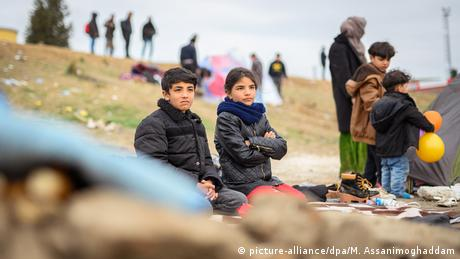 Στην αναμονή ανήλικα προσφυγόπουλα σε άθλιες δομές στα ελληνικά νησιά για να μεταφερθούν στη Γερμανία