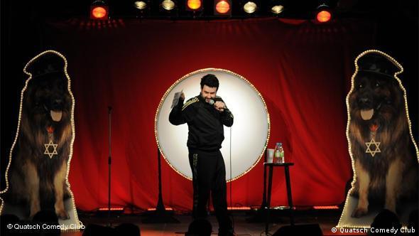 Der Komiker Oliver Polak im Quatsch Comedy Club Berlin. (Foto: Quatsch Comedy)