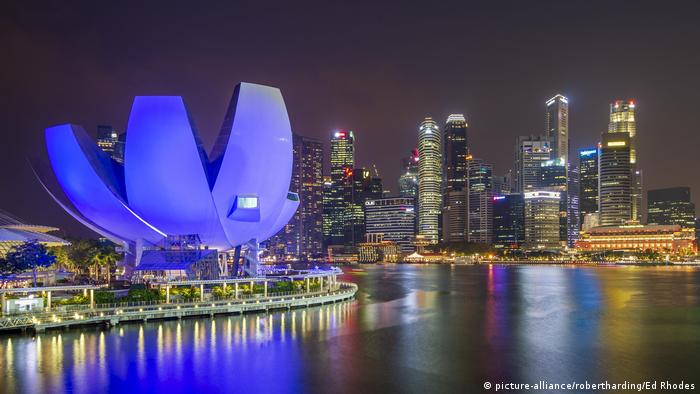 Singapore's Marina Bay at night