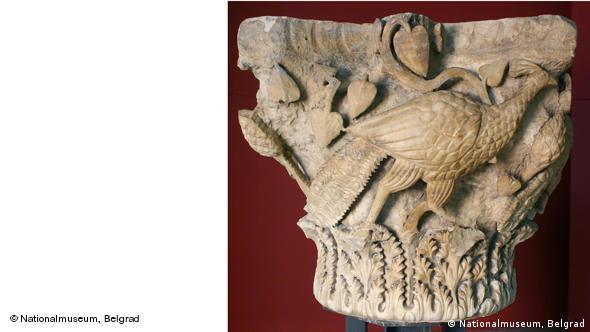 Капитель колонны с изображением павлинов. Византия, 5-6 века, мрамор, известняк. Национальный музей, Белград