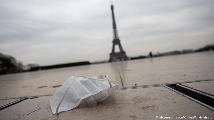 Французам заборонили виходити на вулицю без поважних причин