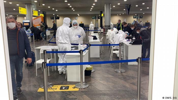 Russland Coronavirus-Kontrolle am Flughafen Moskau
