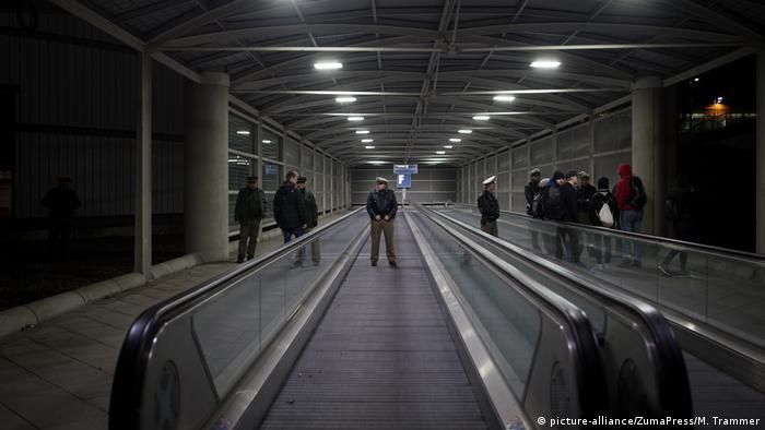 قوات الشرطة بمطار ميونيخ تؤمن عملية ترحيل عدد من الأشخاص إلى أفغانستان