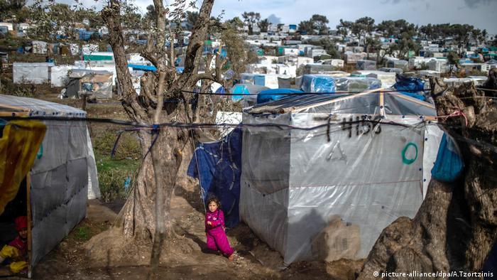 Griechenland Flüchtlingslager auf Lesbos nach Ausschreitungen (picture-alliance/dpa/A.Tzortzinis)