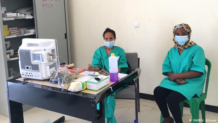 Two nurses wearing face masks at a coronavirus isolation center in Mekelle, Ethiopia (DW/M.H. Brhane)