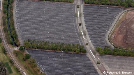 BG Coronakrise | vorher - nachher | USA Parkplatz Disney's Magic Kingdom Orlando (Reuters/G. Newton)