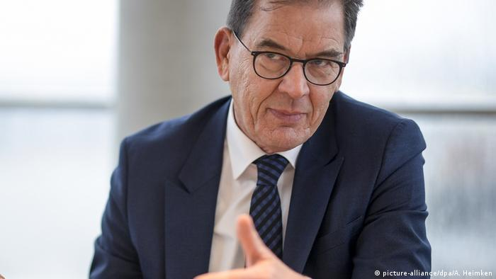 Deutschland Hamburg Februar 2020 | Gerd Müller, Bundesentwicklungsminister (picture-alliance/dpa/A. Heimken)