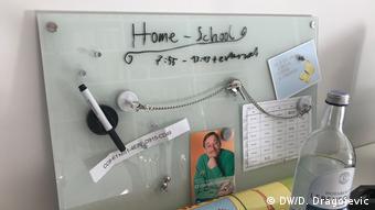 Tabla s natpisom: Home-School
