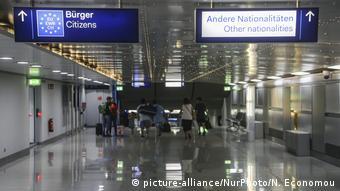 Deutschland ARCHIV 2018 Düsseldorf Flughafen (picture-alliance/NurPhoto/N. Economou)