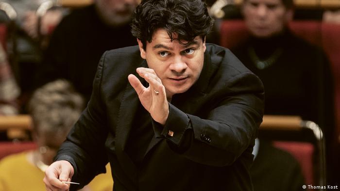 Cristian Măcelaru la pupitrul WDR Sinfonieorchester din Köln