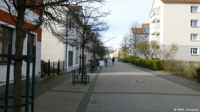 Безлюдная улица в немецком городе Шведт