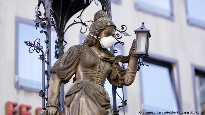 A mask on a statue in Cologne