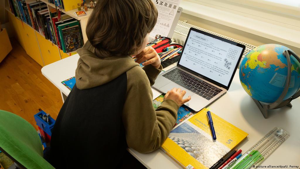 التعليم الرقمي وتجاربه في ظل أزمة كورونا