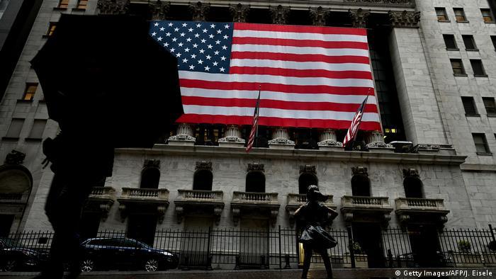 Флаг США на здании Нью-Йоркской фондовой биржи