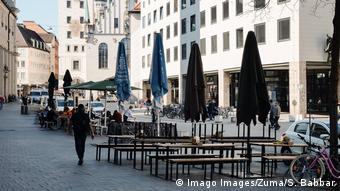 Coronavirus in München - menschenleerer Platz